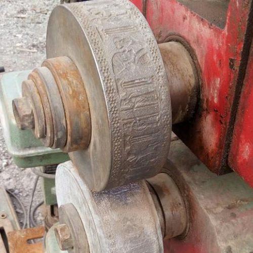 دستگاه حک نقش روی تسمه فلزی